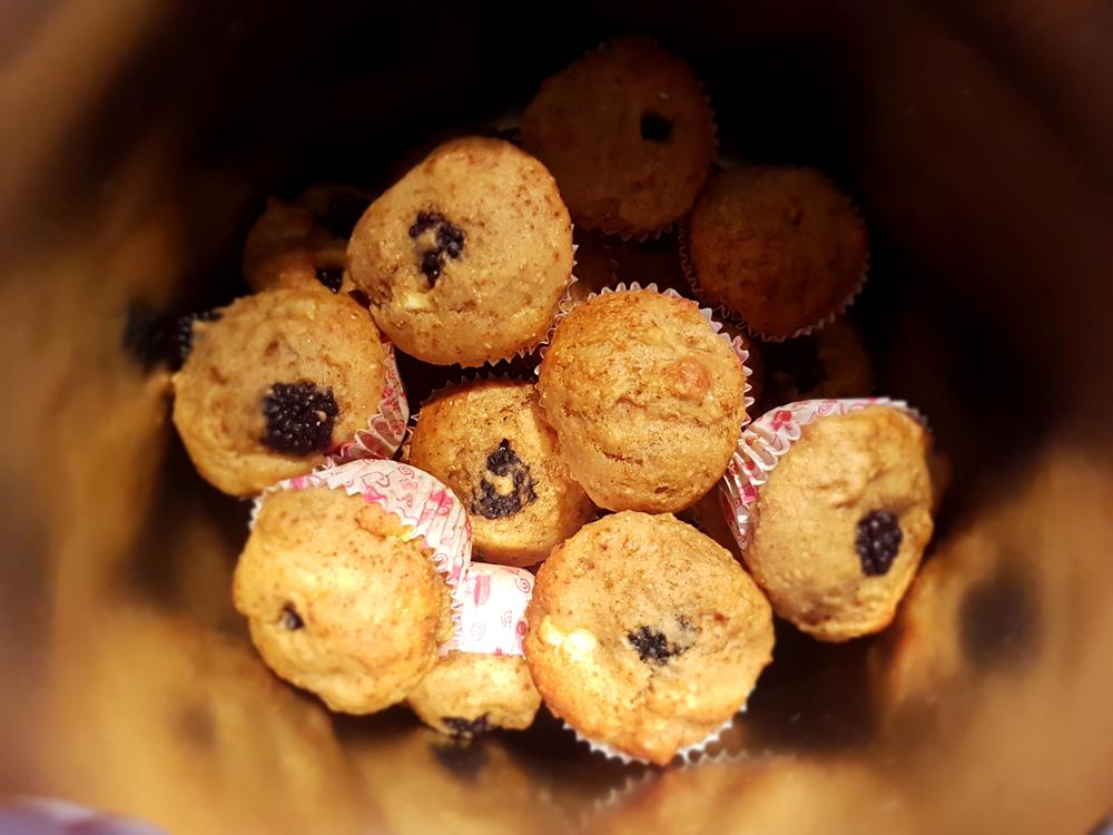 Apple blackberry muffins