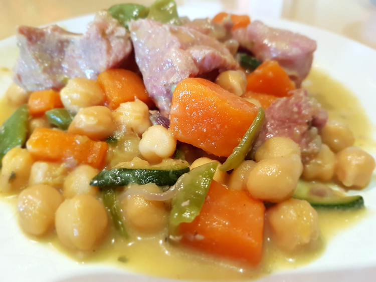 Vegetables, turkey and chickpea curry